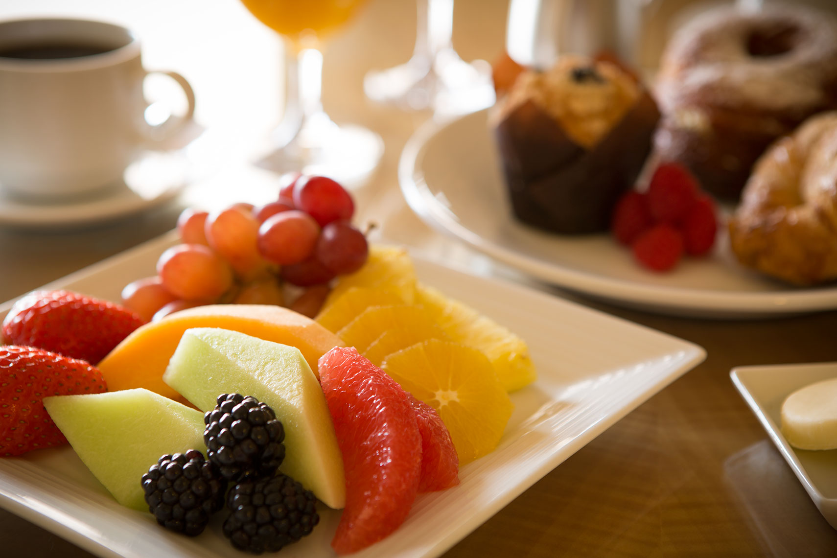 Hotel_Irvine_continental_breakfast
