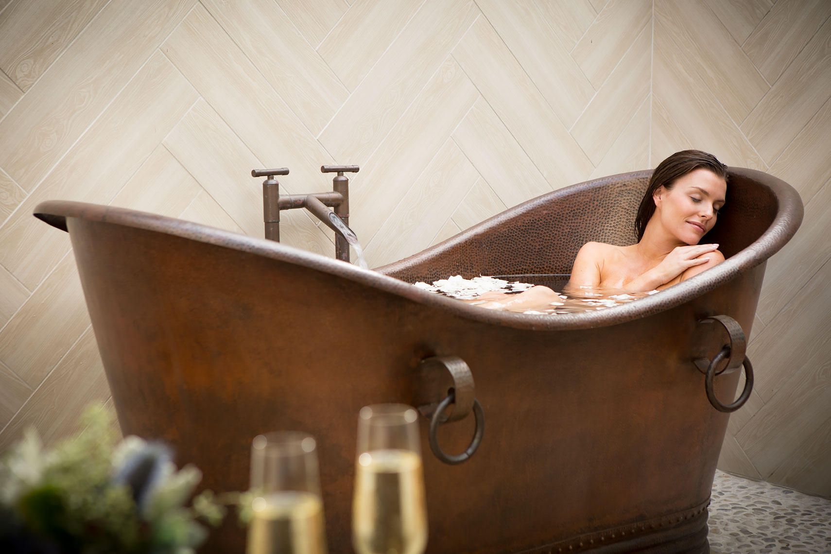Woman_in_copper_tub