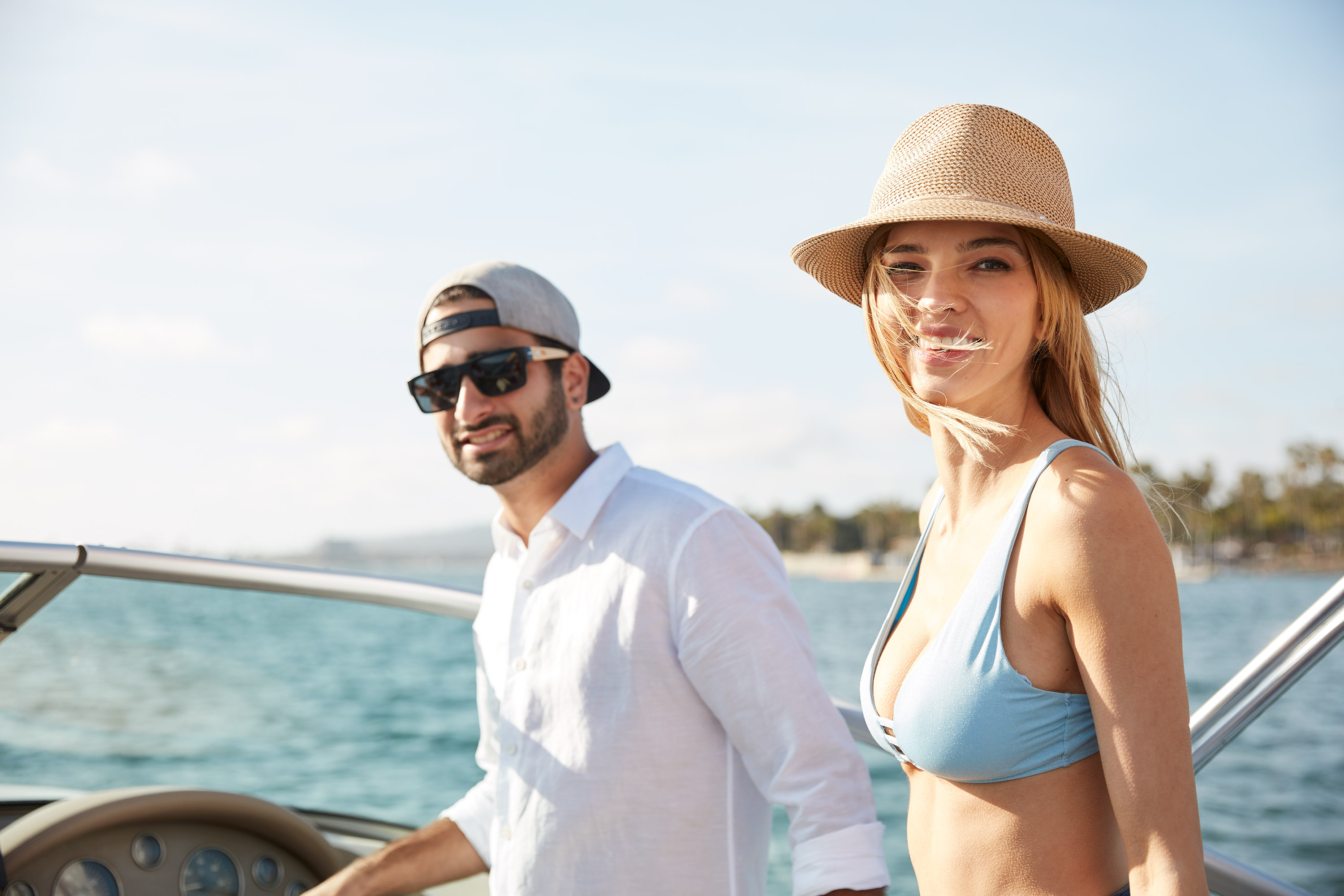 Lifestyle-031-fashionable-boating-couple-summer