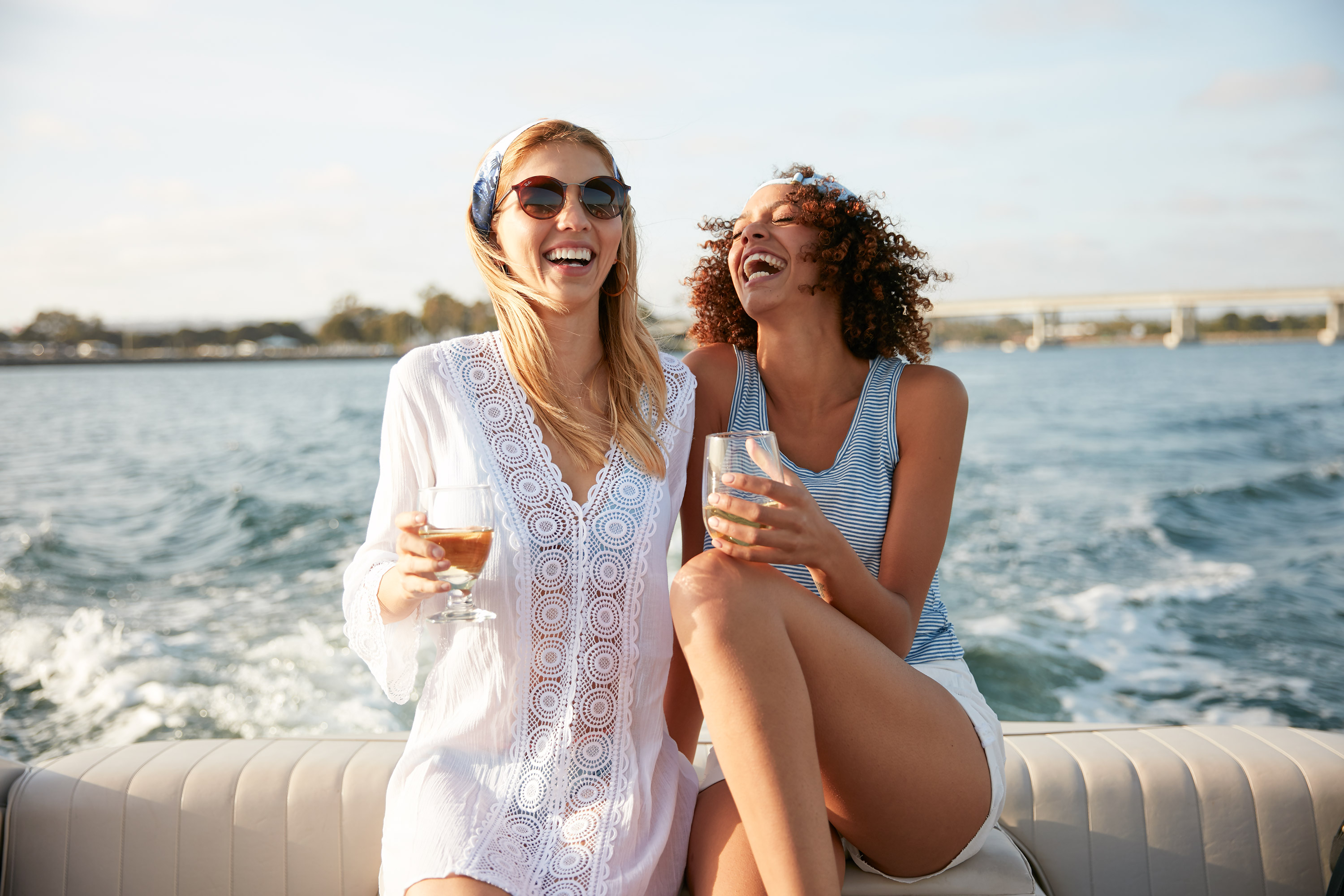 Lifestyle-032-afternoon-boating-girlfriends-upscale-fashion