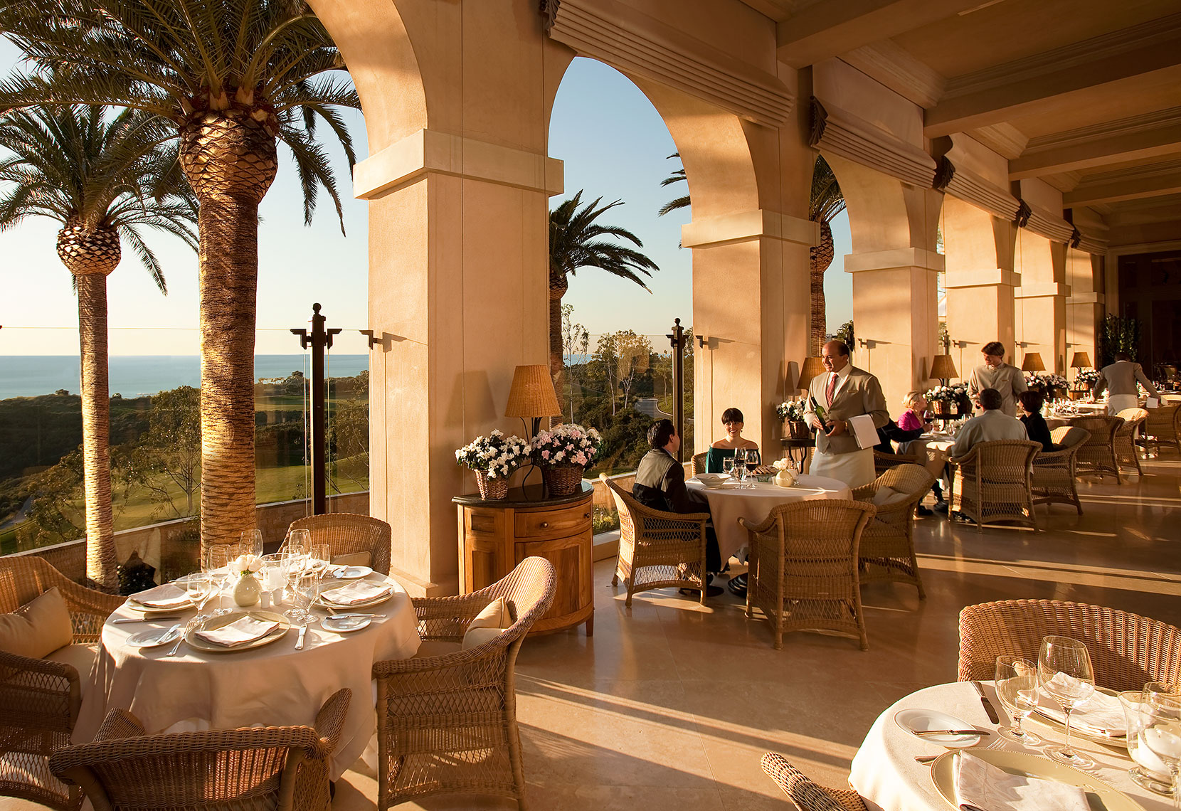 Outside_Restaurant_Pelican_Hill