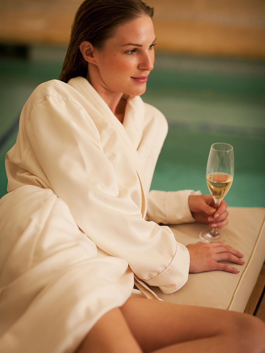 Woman_lounging_in_Spa_Pelican_Hill